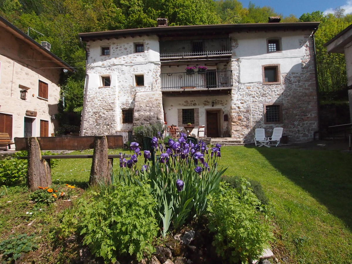 Casa in corte a Badia Calavena