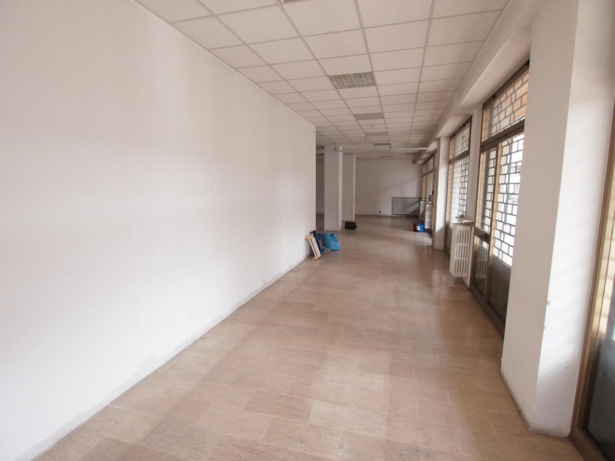 Negozio in affitto a verona borgo roma 12 043 8371 for Affitto c1 roma centro