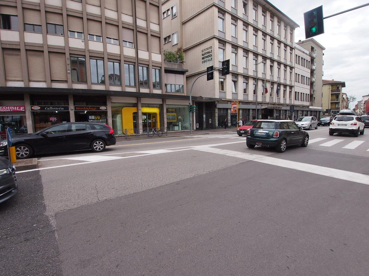 Negozio e uffici con ampia visibilità in affitto a Vicenza - 1