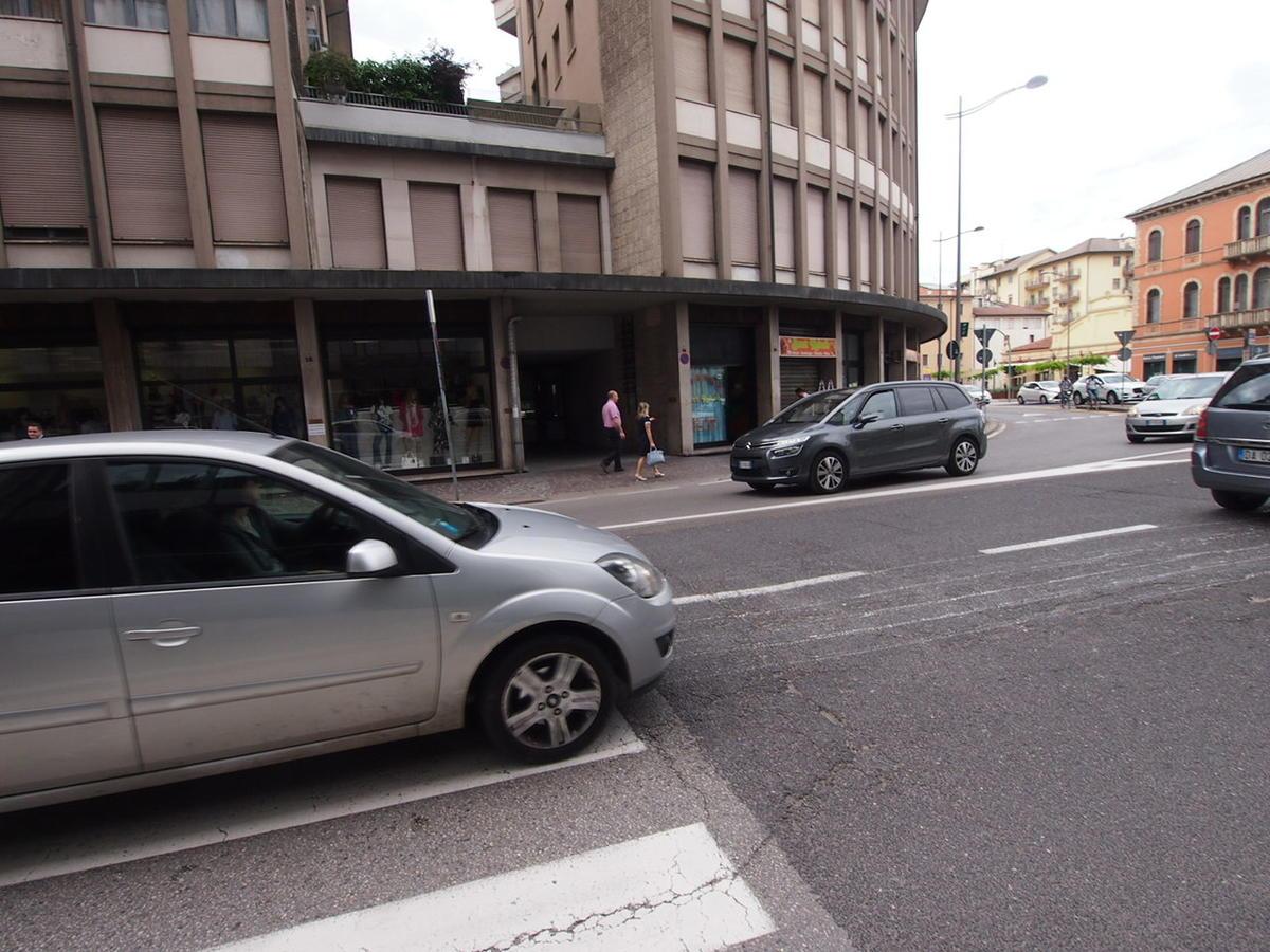 Negozio, ottima visibilità, in affitto a Vicenza - 1