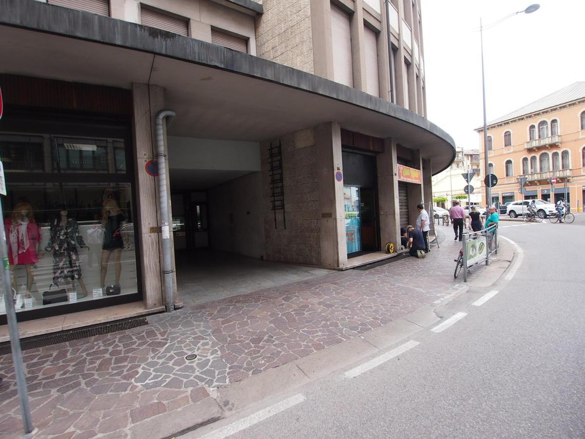 Negozio, ottima visibilità, in affitto a Vicenza - 2