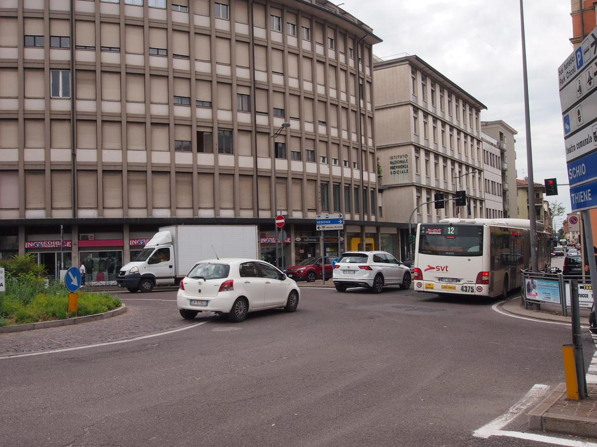 Negozio, ottima visibilità, in affitto a Vicenza - 4