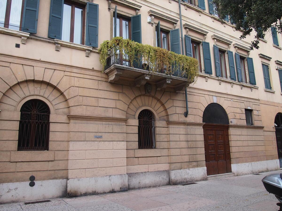 Ufficio vetrinato in affitto a Verona Corso Porta Nuova - 1