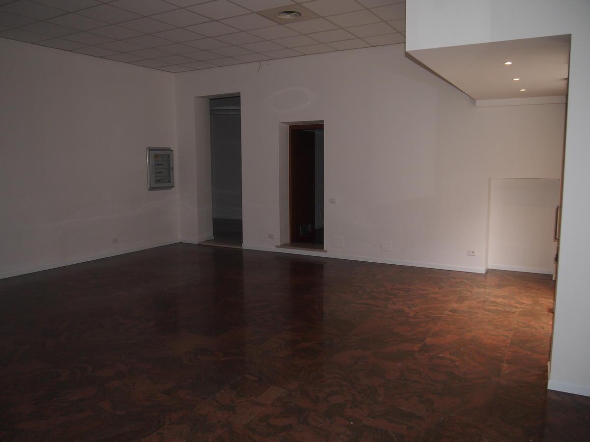 Ufficio vetrinato in affitto a Verona Corso Porta Nuova - 7