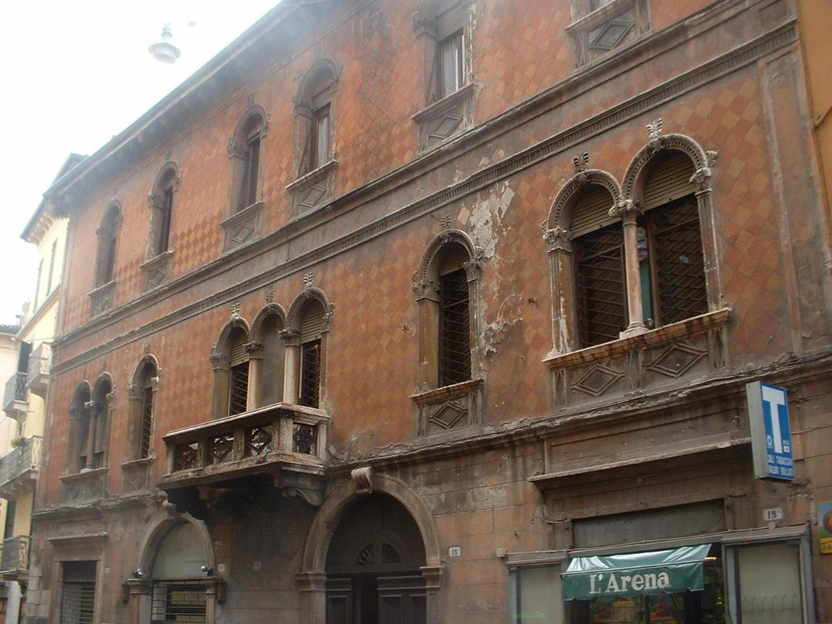 Verona, intero palazzo in vendita in centro - 3