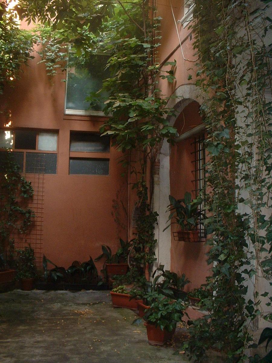 Verona, intero palazzo in vendita in centro - 8
