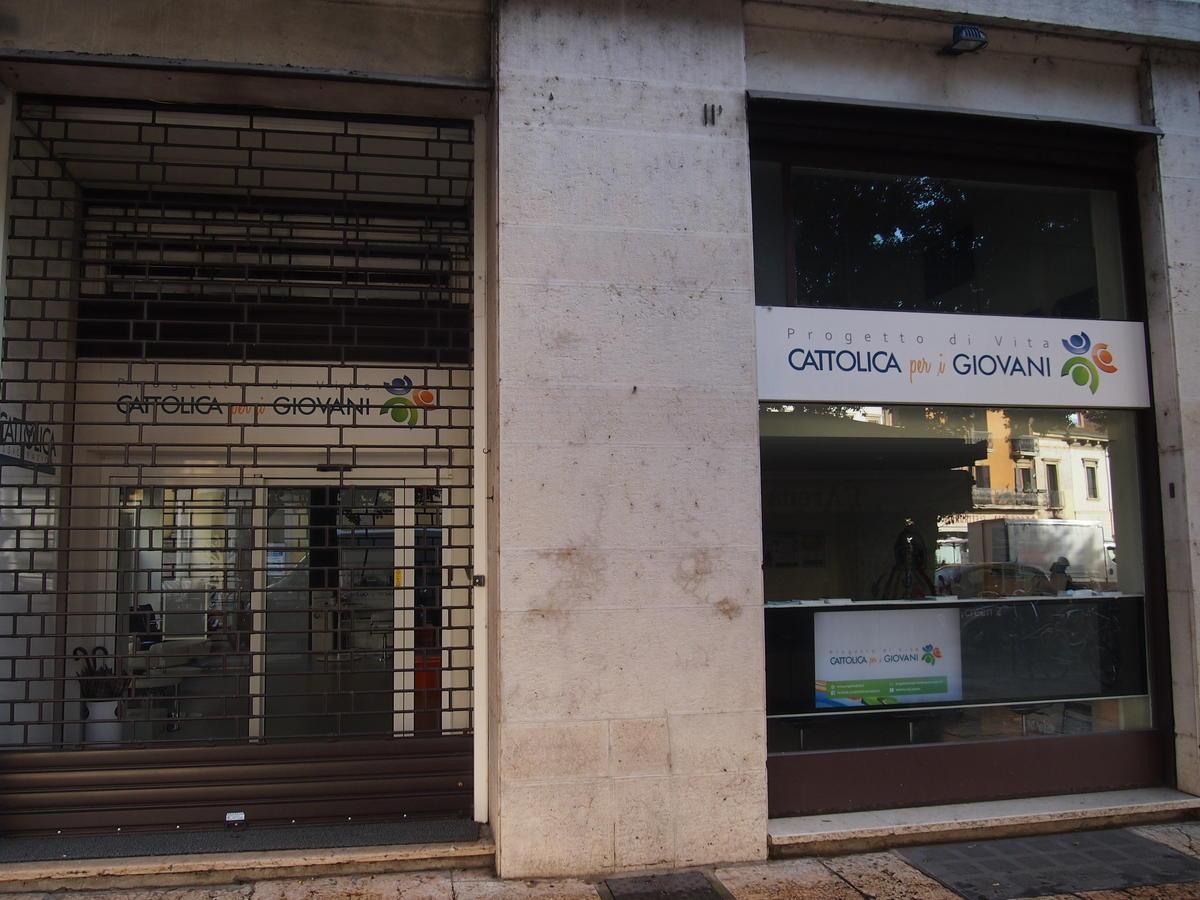 Verona, in centro, negozio in affitto - 1