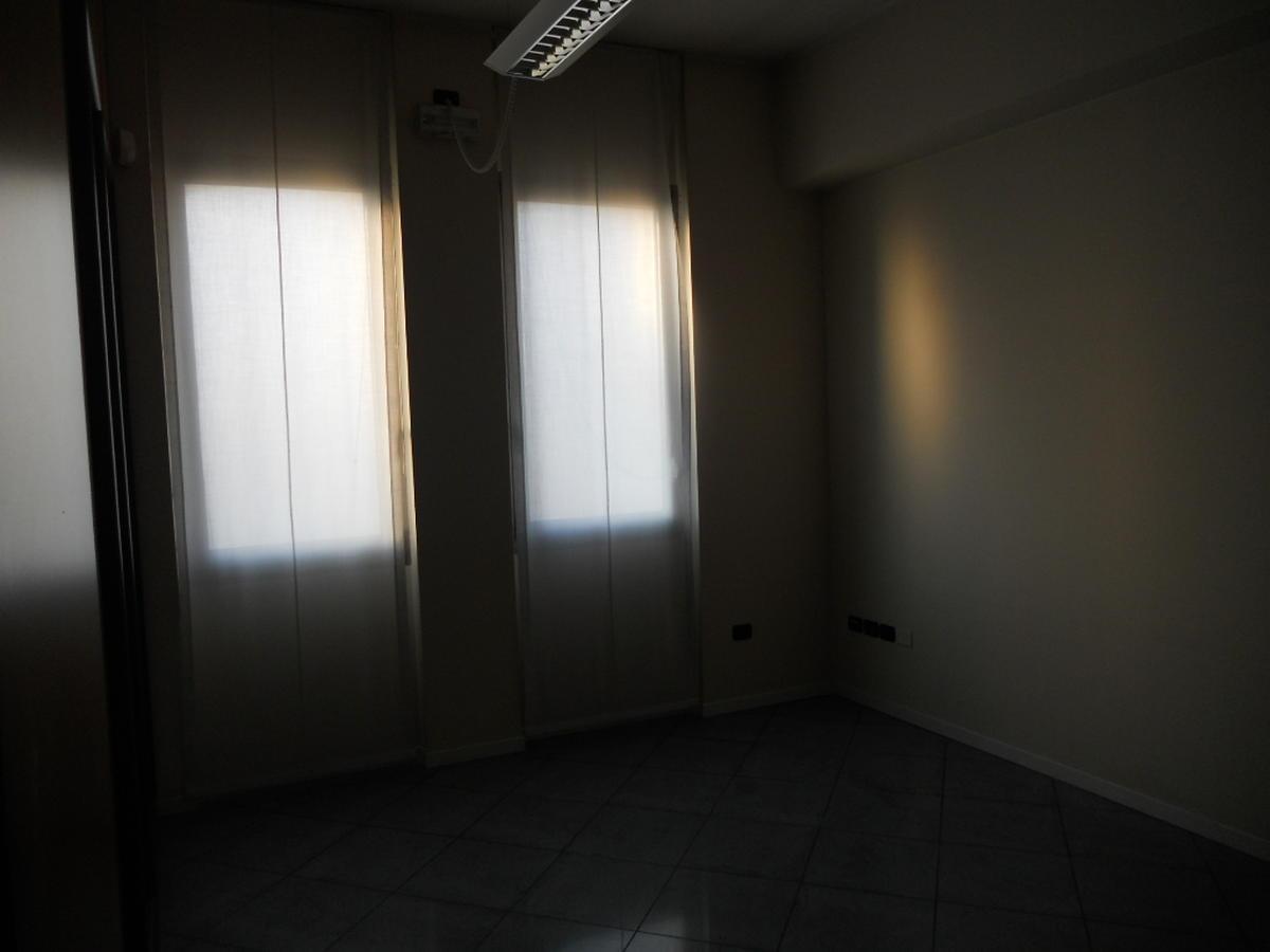 San Bonifacio, centro paese, intera palazzina direzionale in vendita - 11