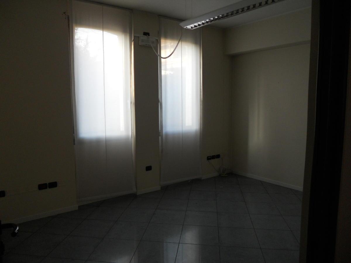 San Bonifacio, centro paese, intera palazzina direzionale in affitto - 8