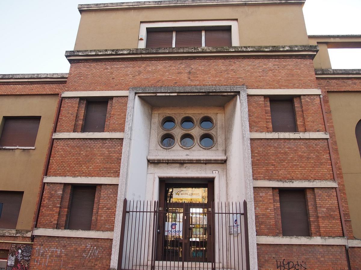 Verona, intero palazzetto in vendita - 0