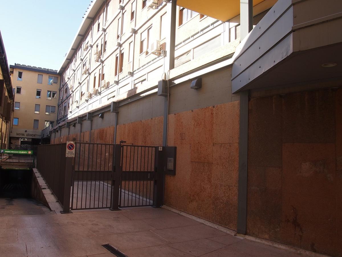 Verona, ampio appartamento in vendita - 1
