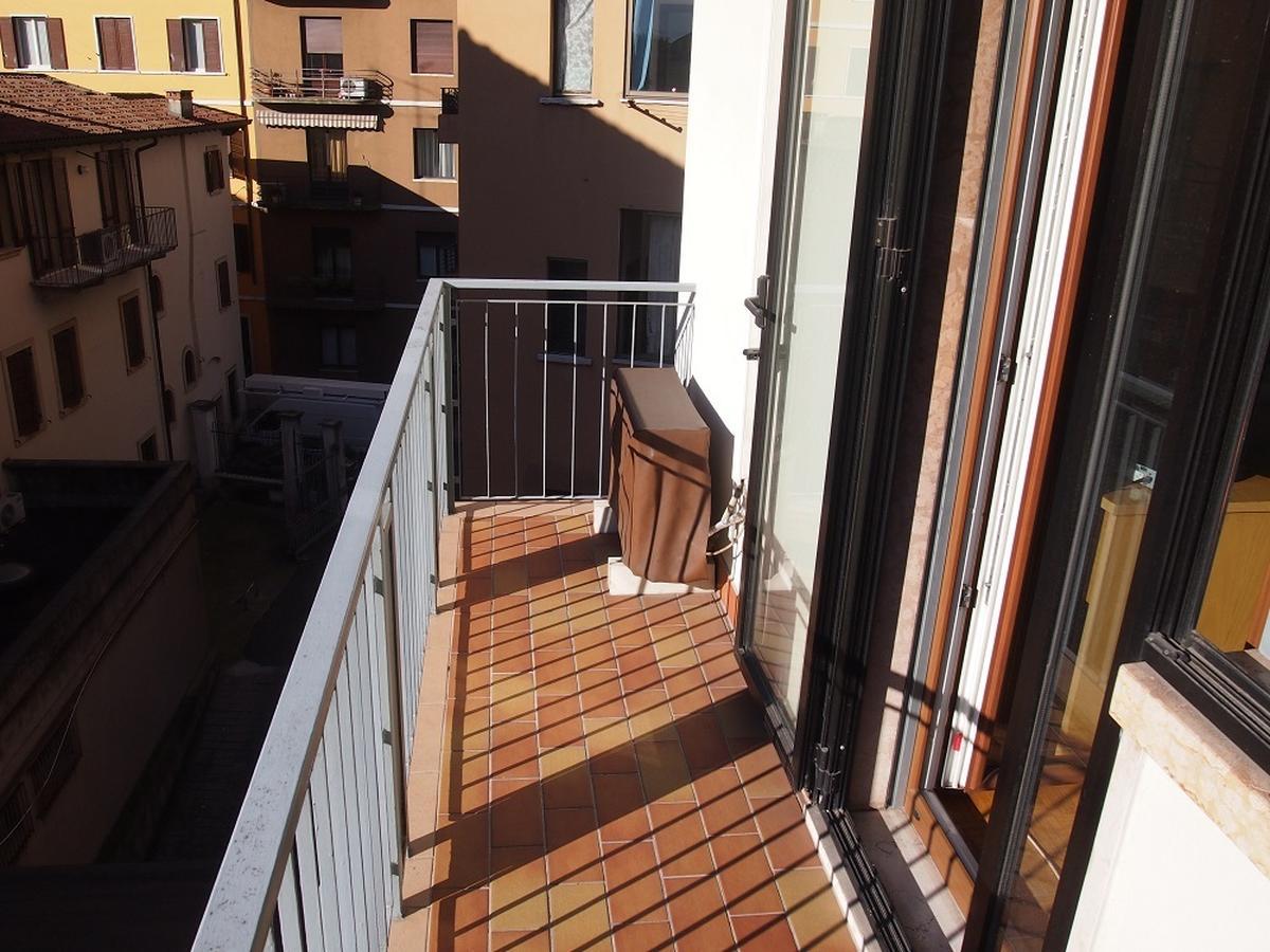 Verona, ampio appartamento in vendita - 9