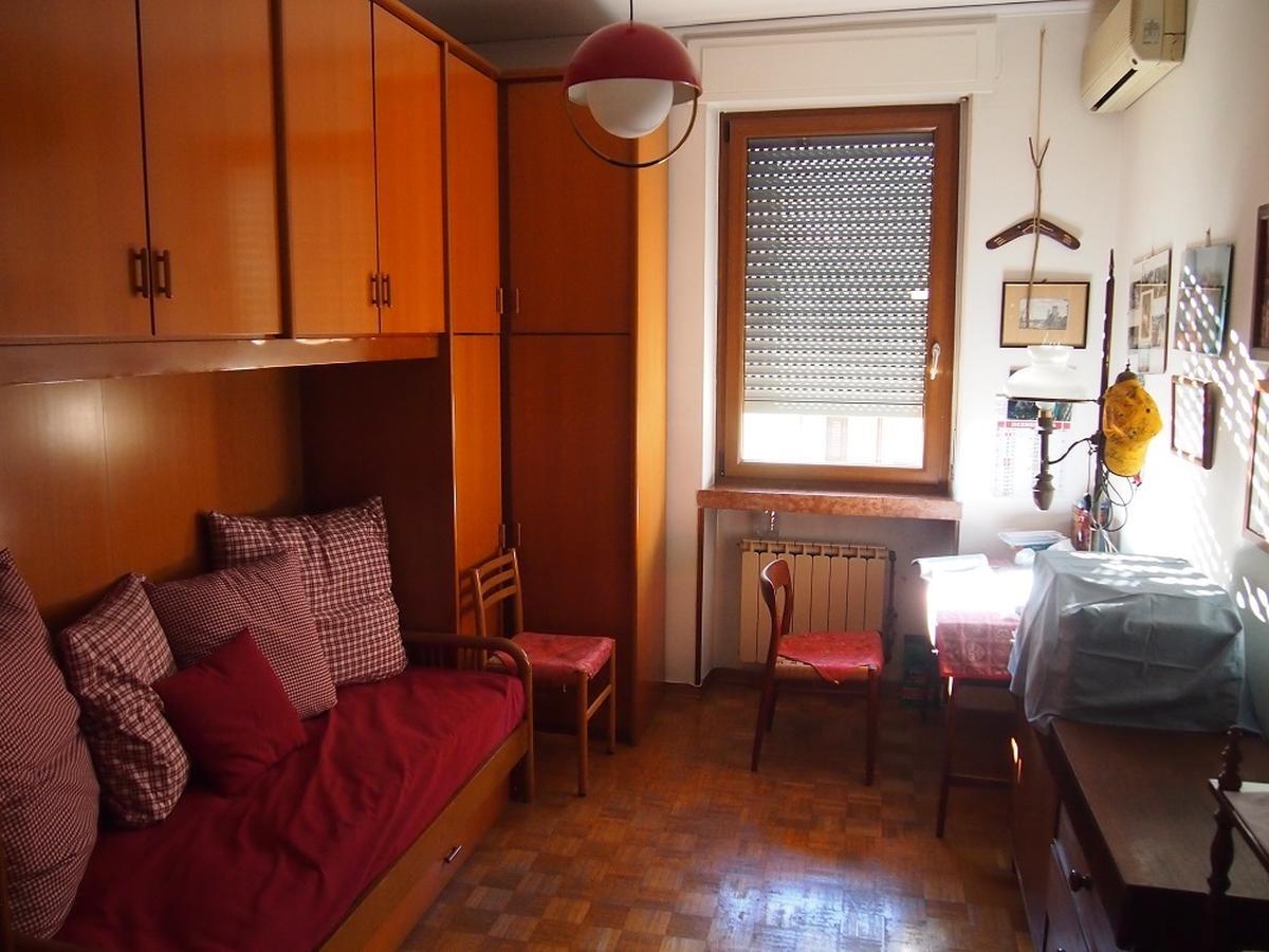 Verona, ampio appartamento in vendita - 16