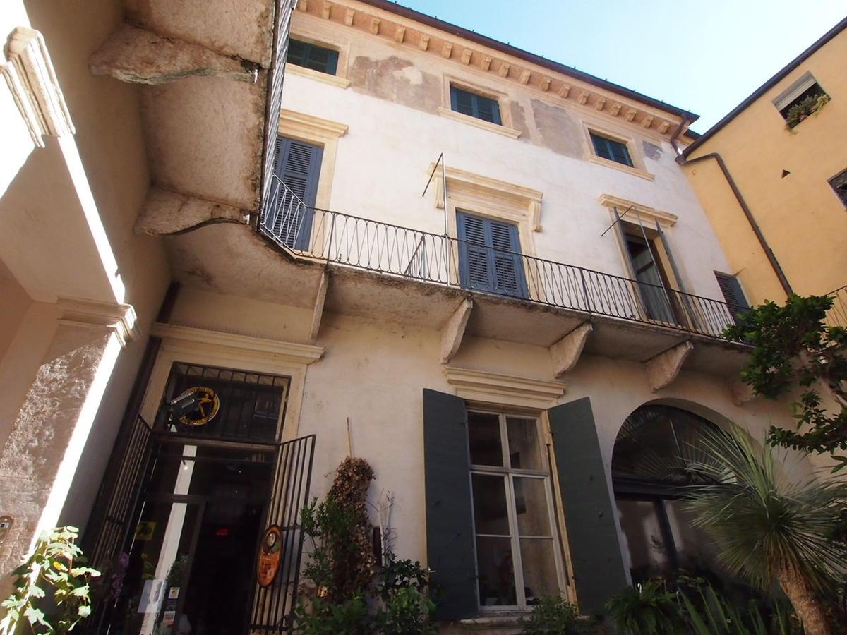 Verona, ampio appartamento in affitto - 0