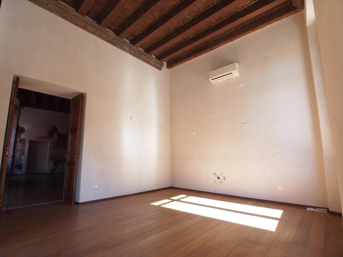 Verona, ampio appartamento in affitto - 2