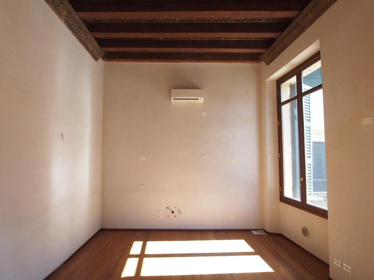 Verona, ampio appartamento in affitto - 13