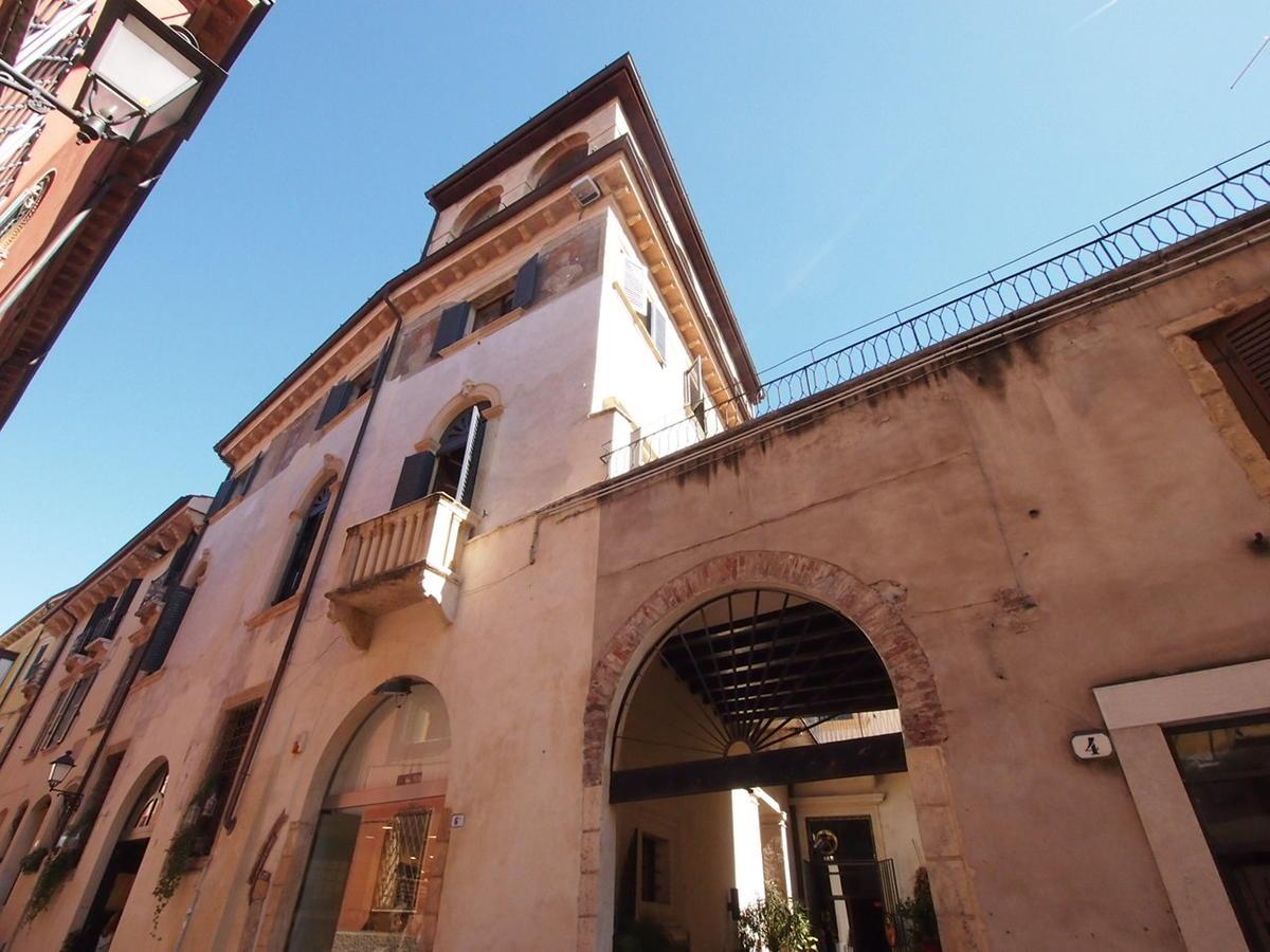 Verona, ampio appartamento in affitto - 19