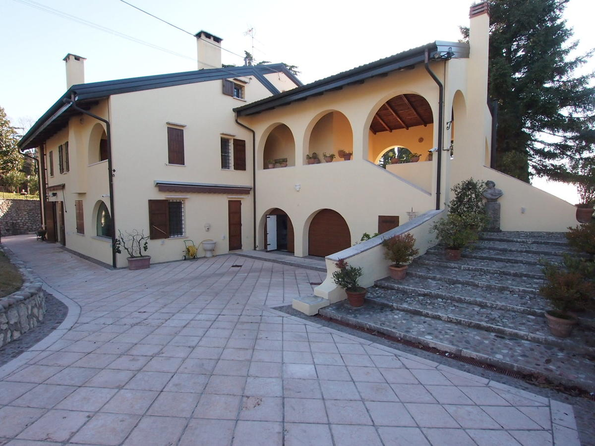 Verona, in zona collinare, porzione di bifamiliare in affitto - 0