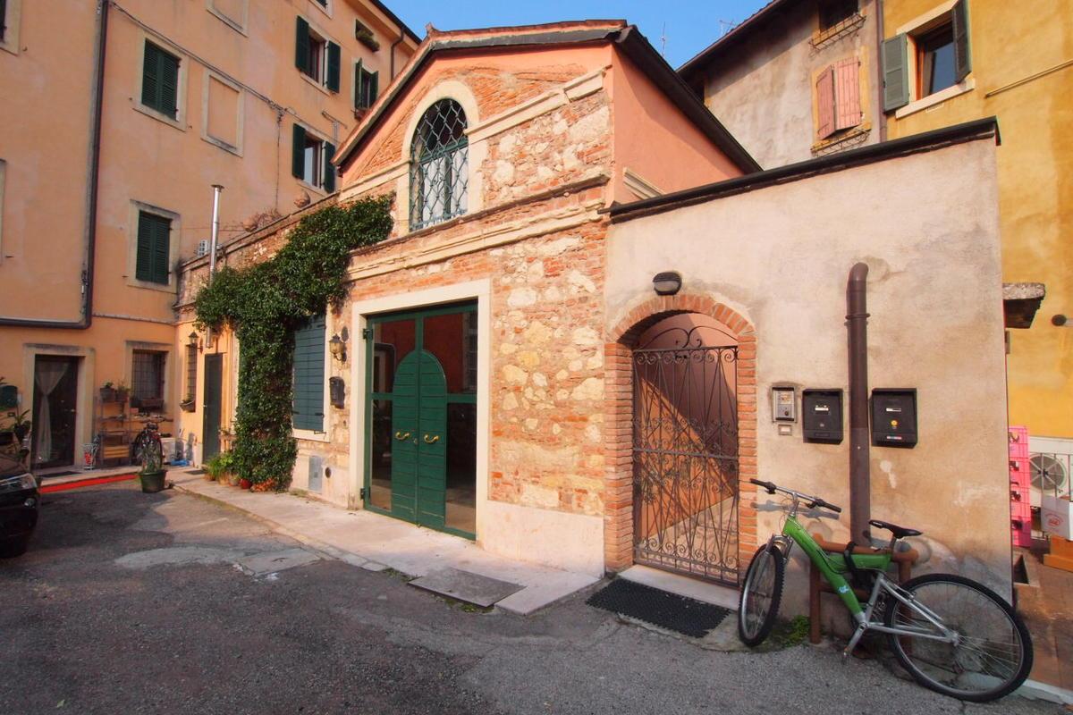 Bilocale in centro storico a Verona  - 0