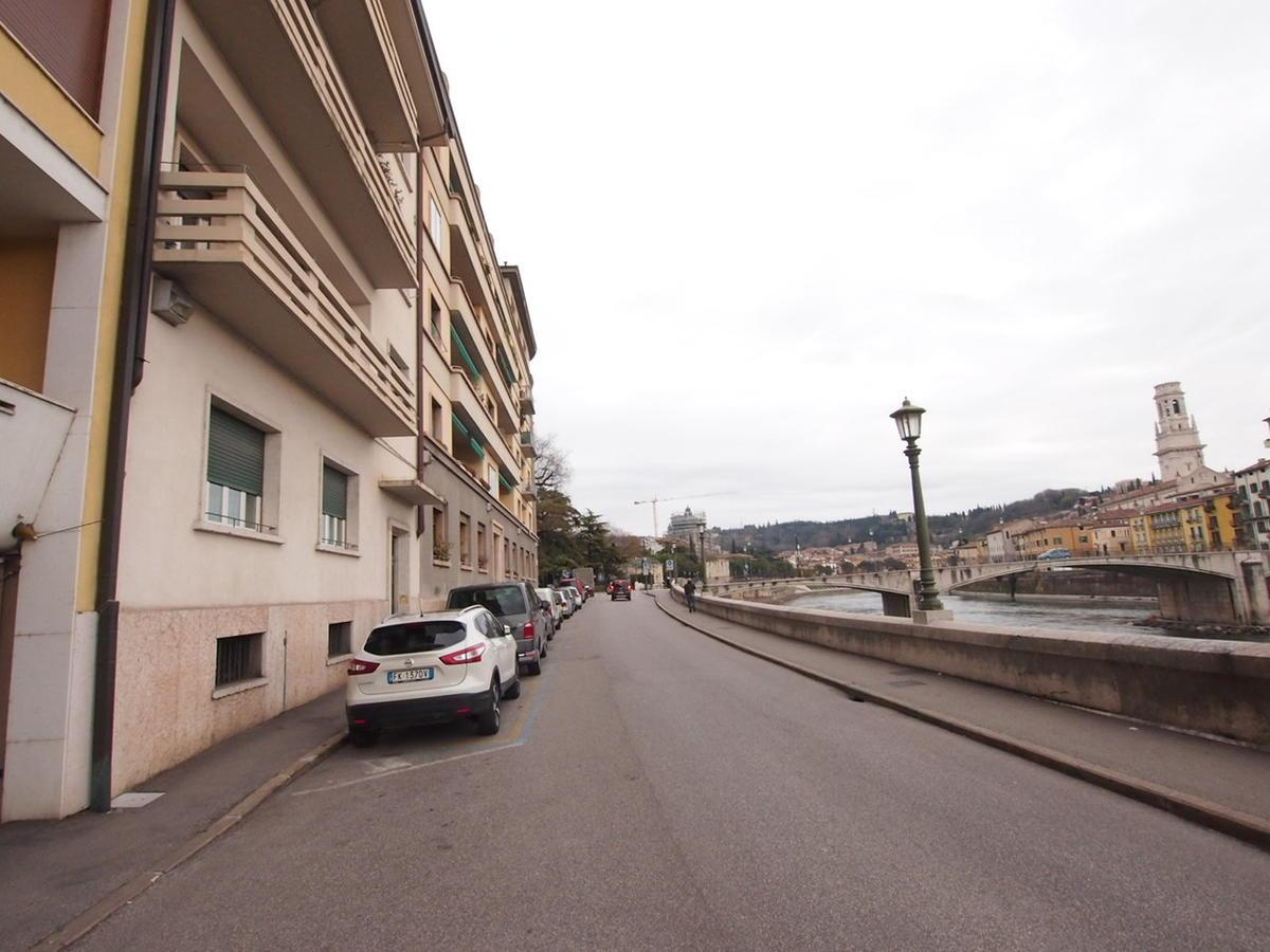 Verona, ampio appartamento in affitto in centro - 2