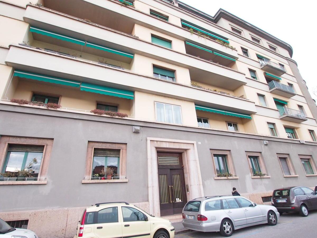 Verona, ampio appartamento in affitto in centro - 0