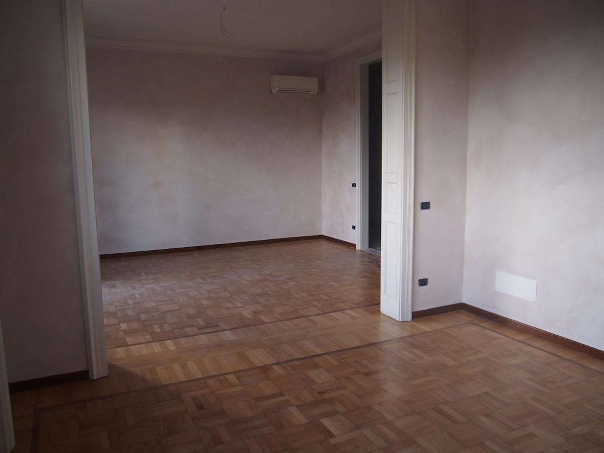 Verona, ampio appartamento in affitto in centro - 7