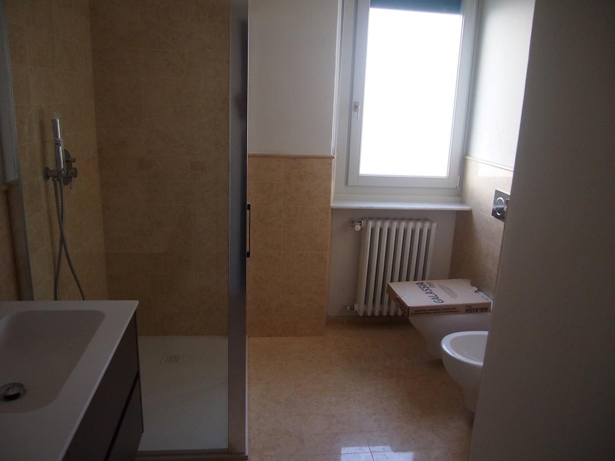 Verona, ampio appartamento in affitto in centro - 9