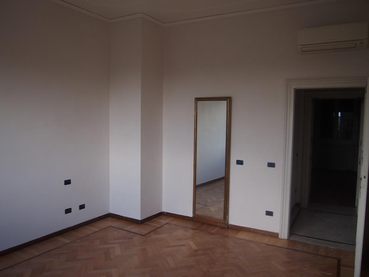 Verona, ampio appartamento in affitto in centro - 11