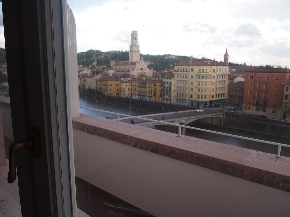 Verona, ampio appartamento in affitto in centro - 19