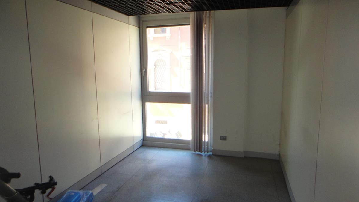Verona, ufficio in vendita in zona centrale - 5
