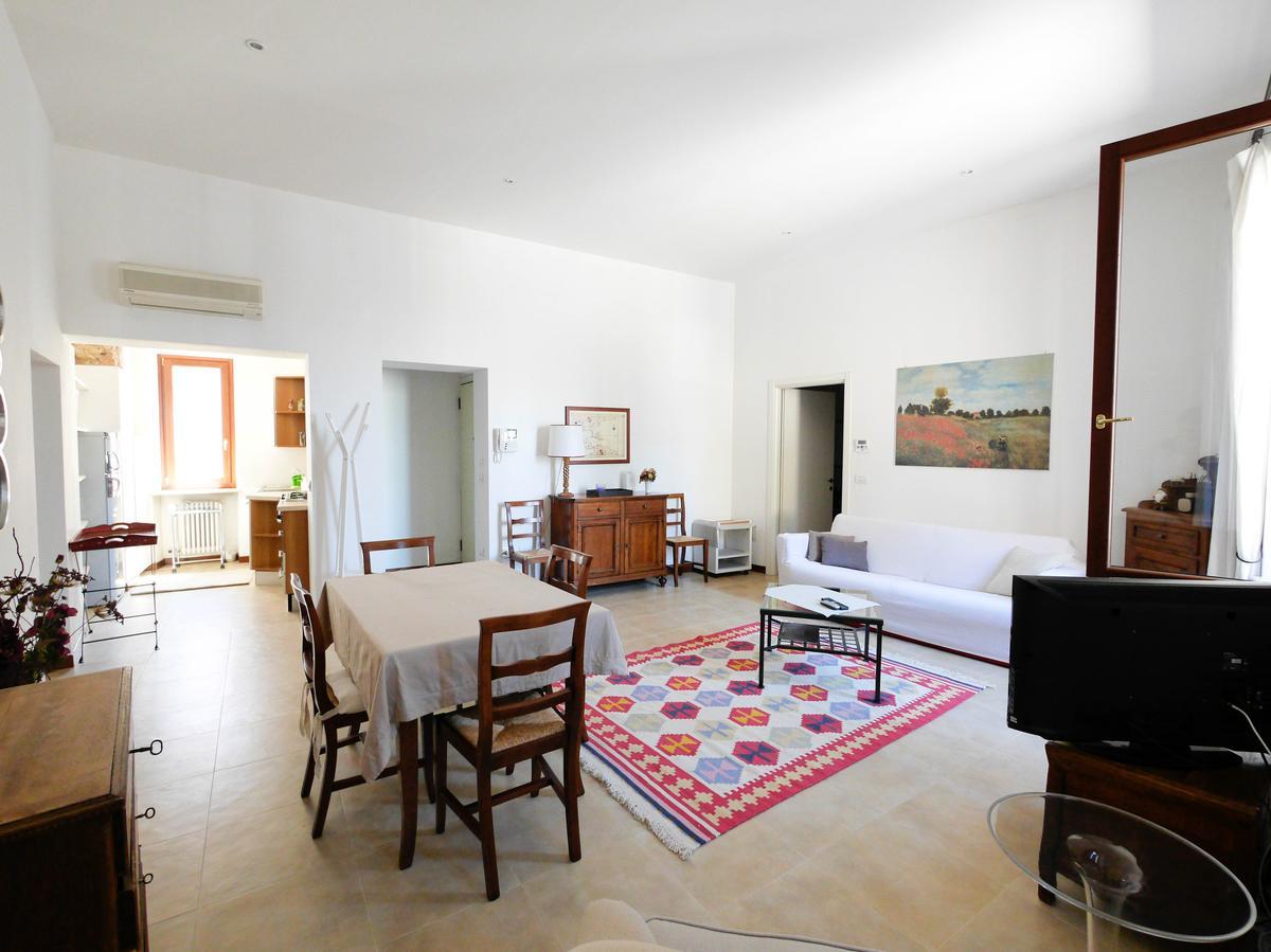 Ampio bilocale arredato in affitto in centro a verona for Contratto di locazione immobile arredato