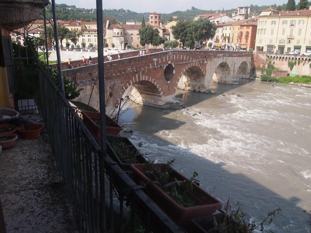 Verona, Ponte Pietra, appartamento in vendita fronte Adige - 0