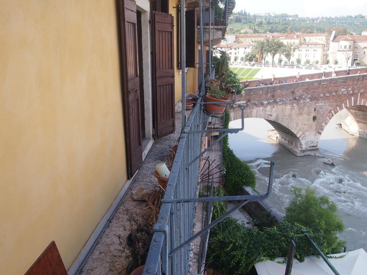 Verona, Ponte Pietra, appartamento in vendita fronte Adige - 1