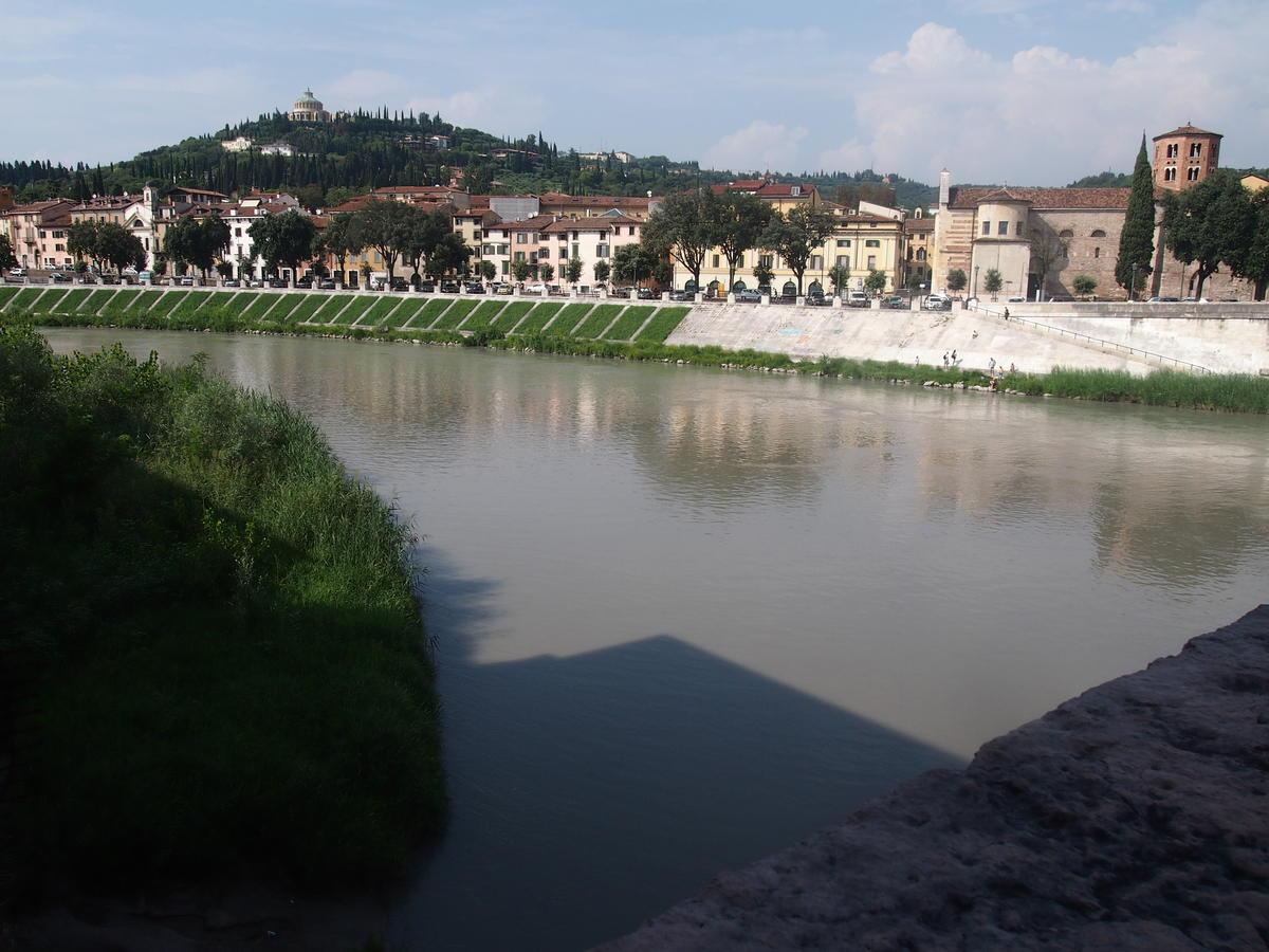 Verona, Ponte Pietra, appartamento in vendita fronte Adige - 2