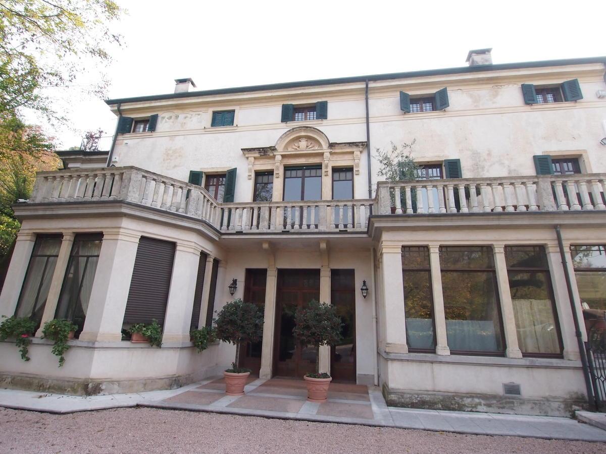 Piano nobile in villa storica - 0