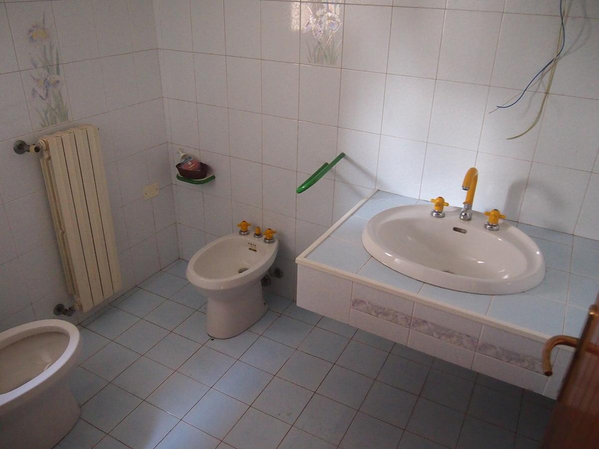 LEGNAGO, VIA ALMERINI, 66, ampia villa singola con piscina - 4