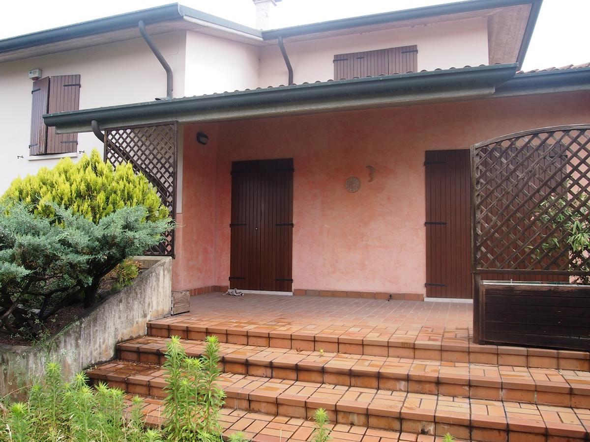 LEGNAGO, VIA ALMERINI, 66, ampia villa singola con piscina - 0