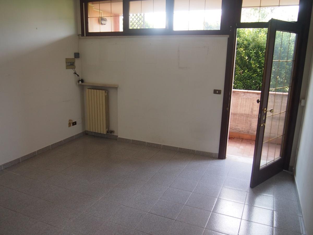 LEGNAGO, VIA ALMERINI, 66, ampia villa singola con piscina - 20