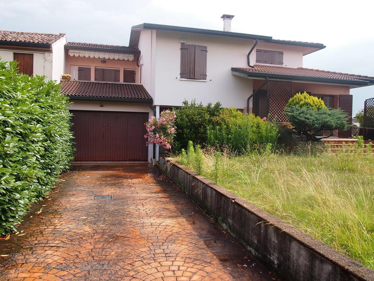 LEGNAGO, VIA ALMERINI, 66, ampia villa singola con piscina - 1