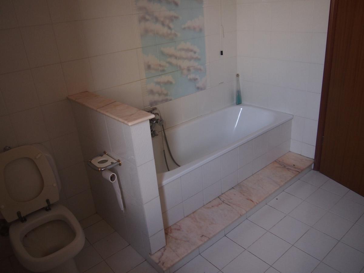LEGNAGO, VIA ALMERINI, 66, ampia villa singola con piscina - 32