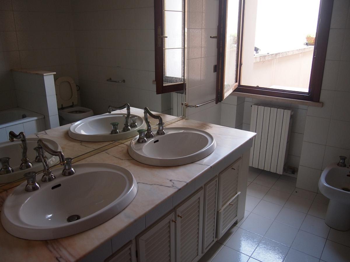 LEGNAGO, VIA ALMERINI, 66, ampia villa singola con piscina - 41