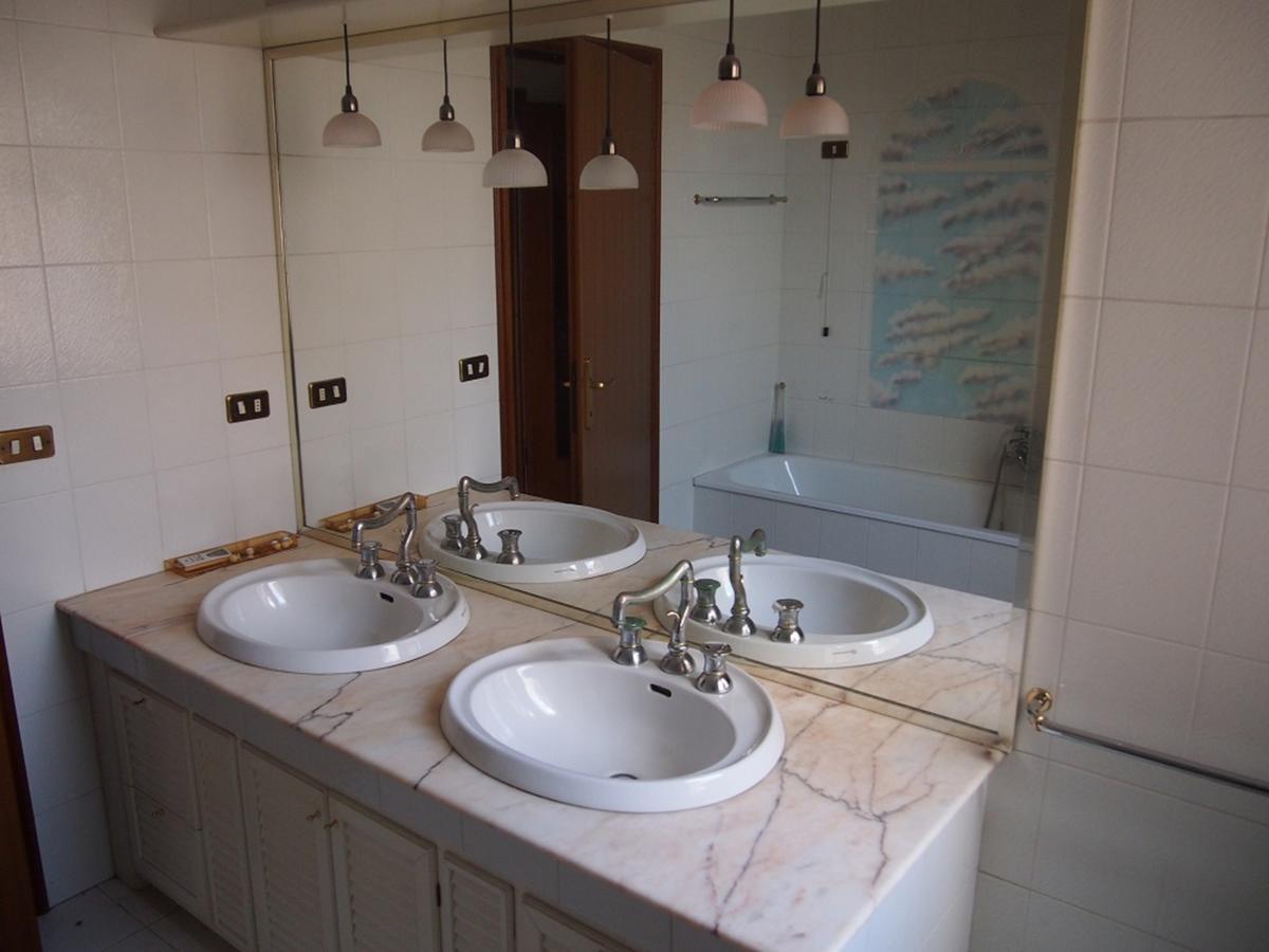 LEGNAGO, VIA ALMERINI, 66, ampia villa singola con piscina - 46