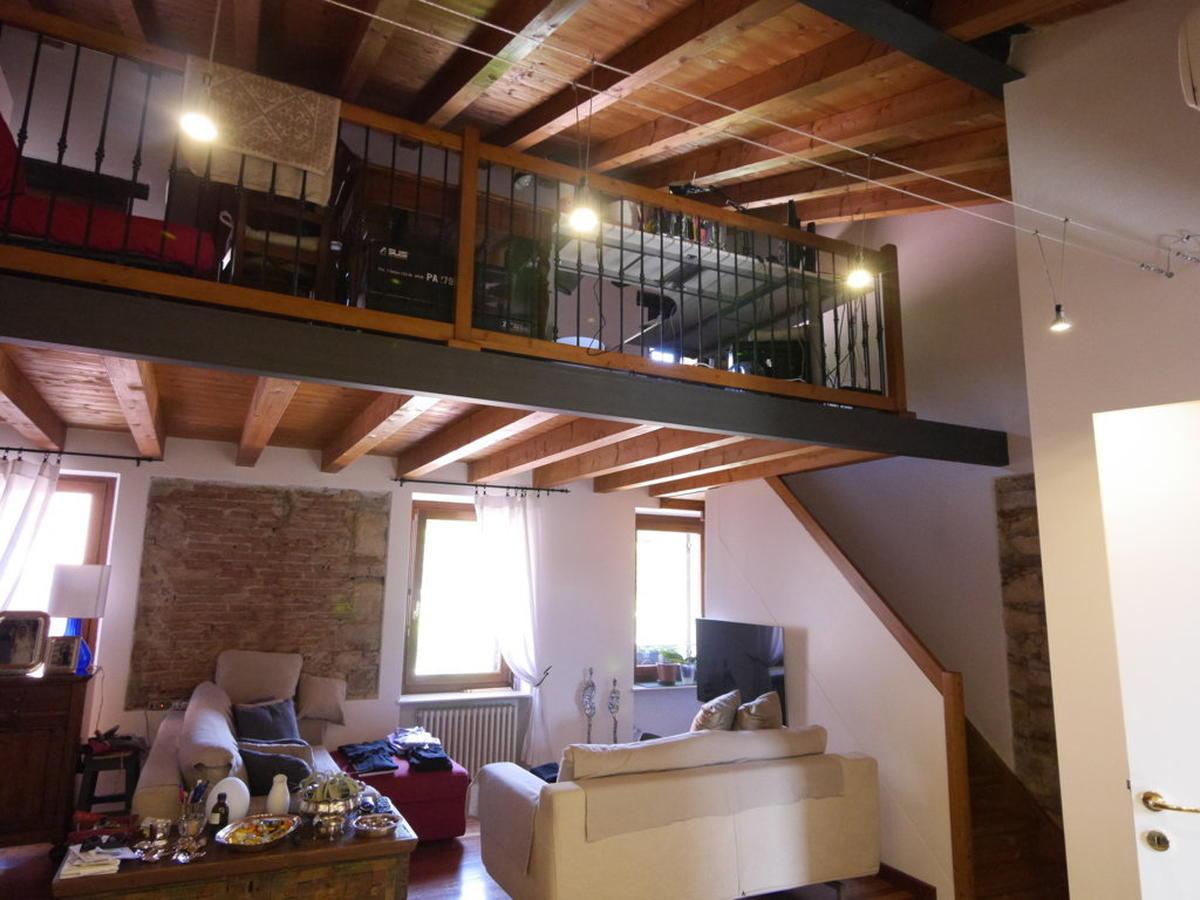 Verona, ampio bilocale con soppalco in affitto - 1