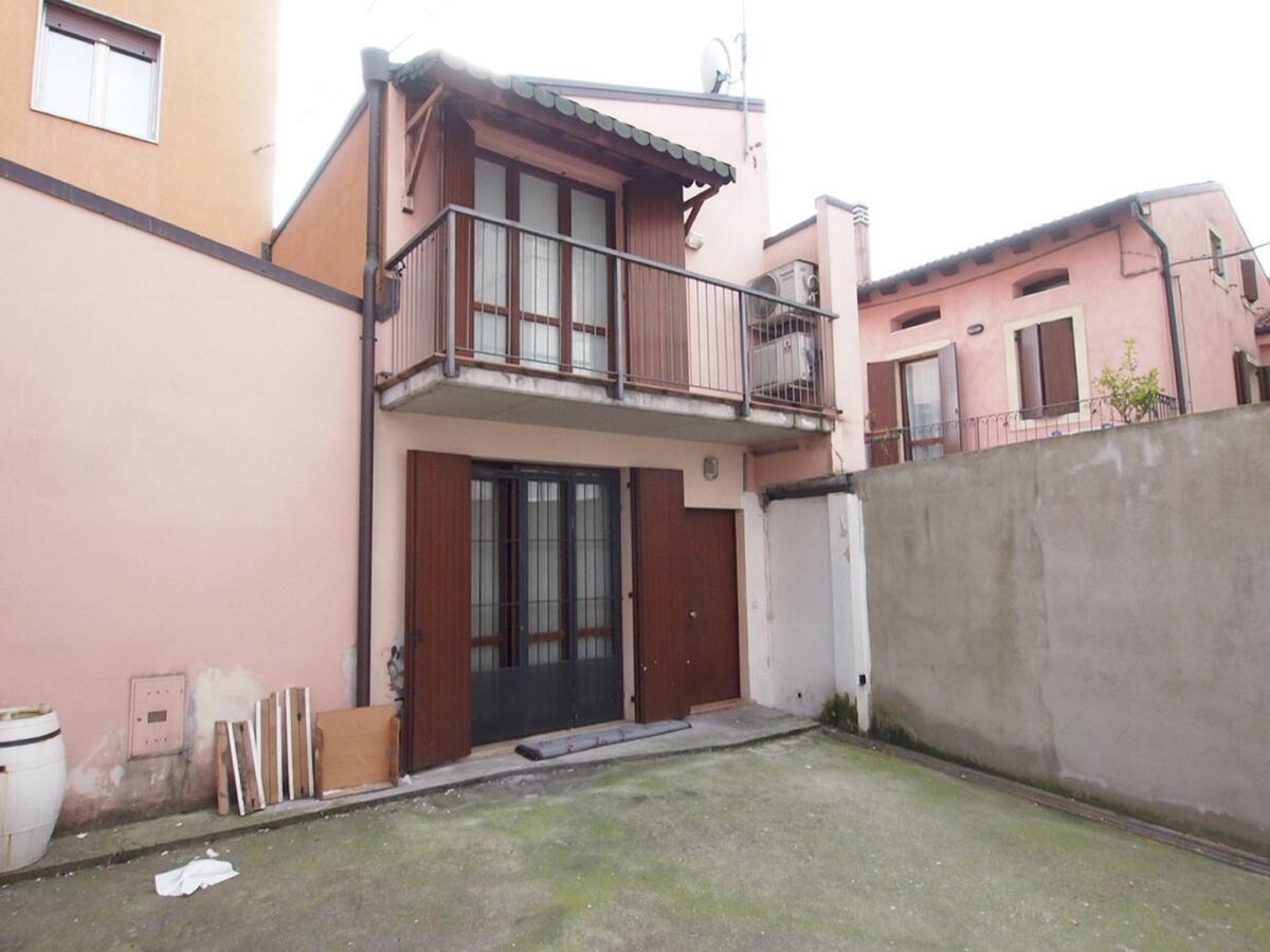 CORSO MILANO, appartamento su 2 livelli, totalmente indipendente - 0