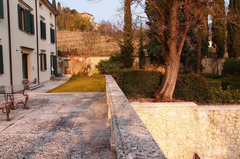 Valpolicella, Loc. Arbizzano, meravigliosa villa singola, restaurata, con parco