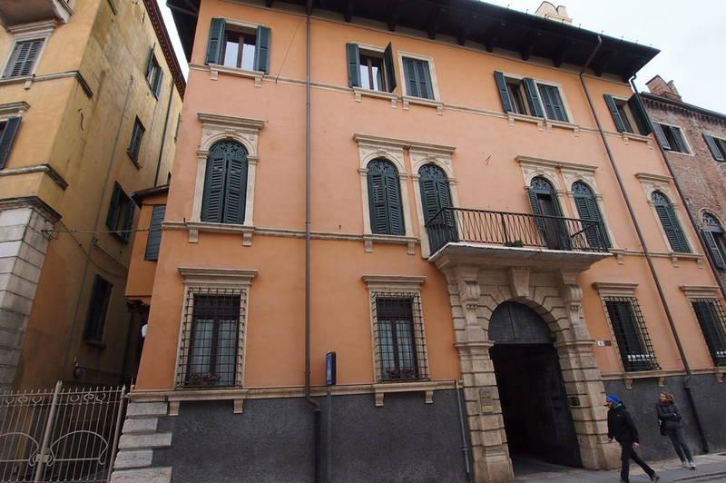 Appartamento a pochi passi dall'Arena in contesto storico
