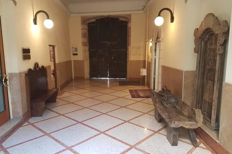 Verona, Valverde, laboratorio/magazzino in vendita