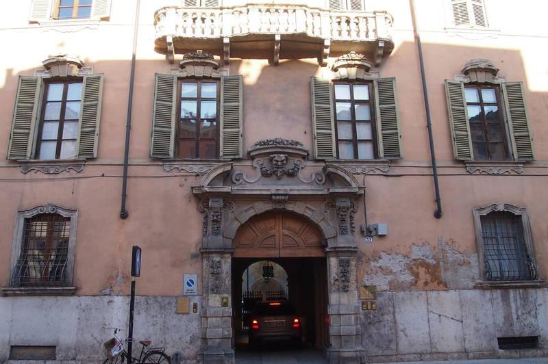 Verona, in centro ufficio in affitto