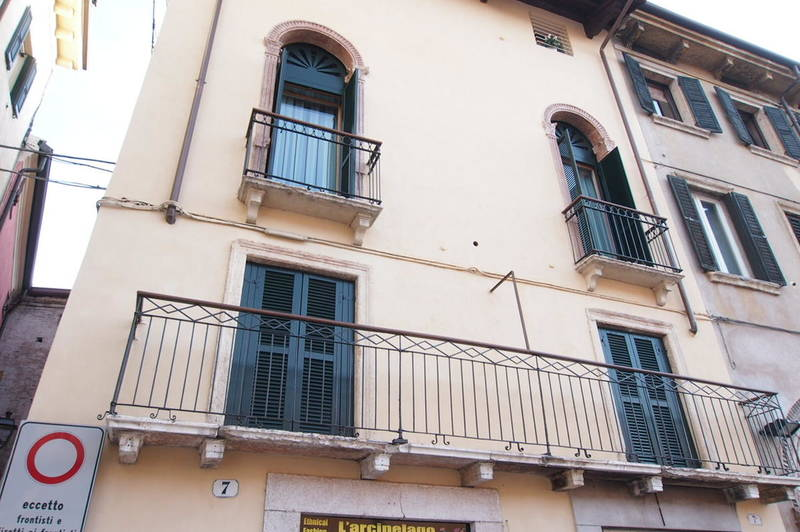 trilocale arredato con finiture di lusso in centro Verona