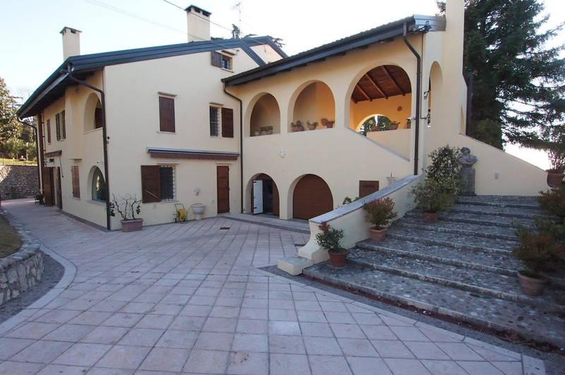 Verona, in zona collinare, porzione di bifamiliare in affitto